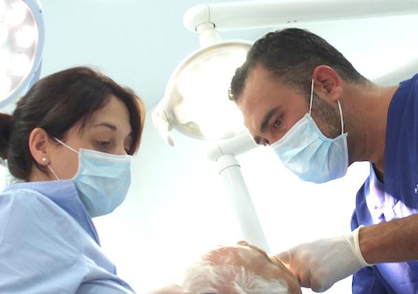 En Los Álamos Dental somos especialistas en implantología